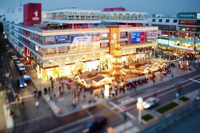 Forum Steglitz mit traditionellem Steglitzer Weihnachtsmarkt